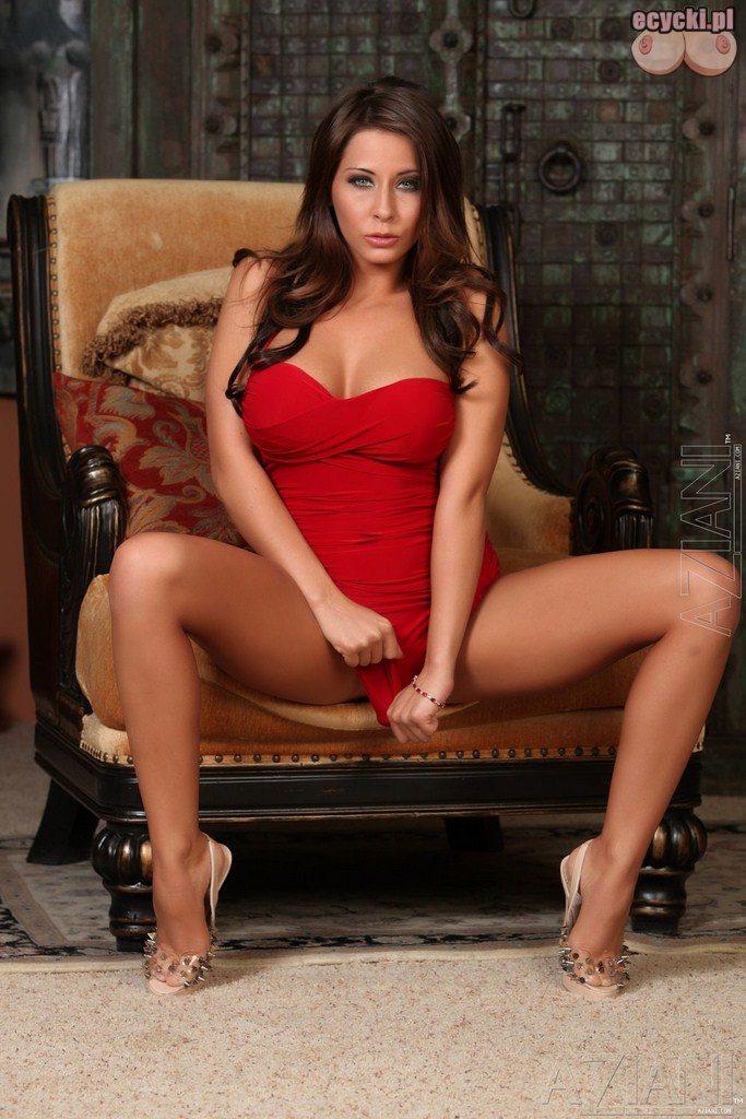 7. Madison Ivy - sexy laska czerwona sukienka rozchyla nogi - zdjecia - fotki - seksi galerie
