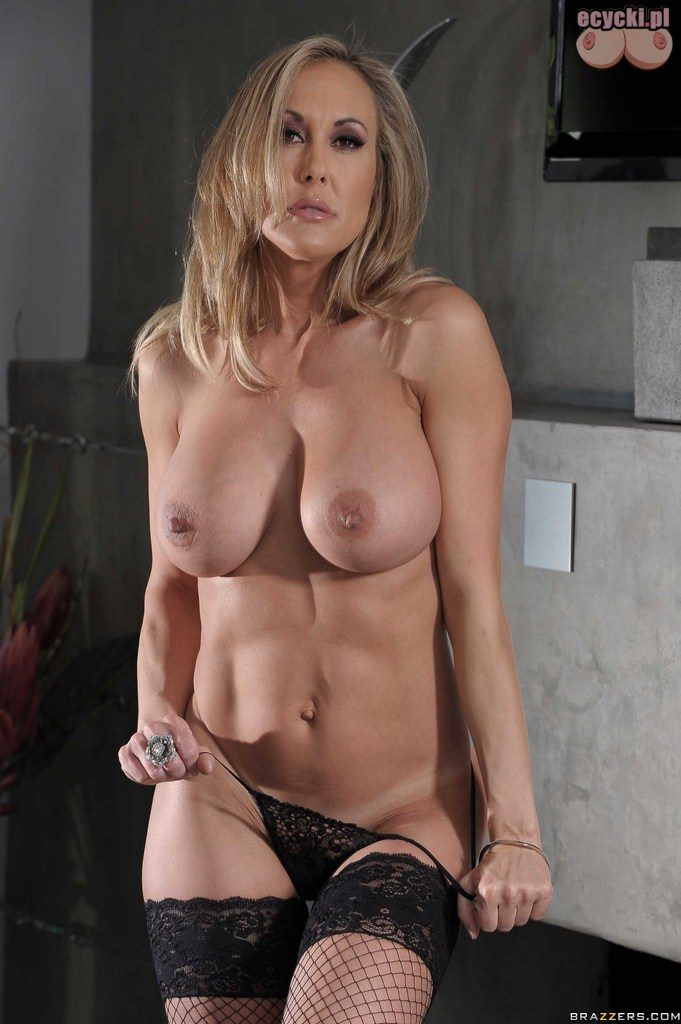 15. zdjecia erotyczne blog erotyka na poziomie - cycta dojrzala blondi striptiz
