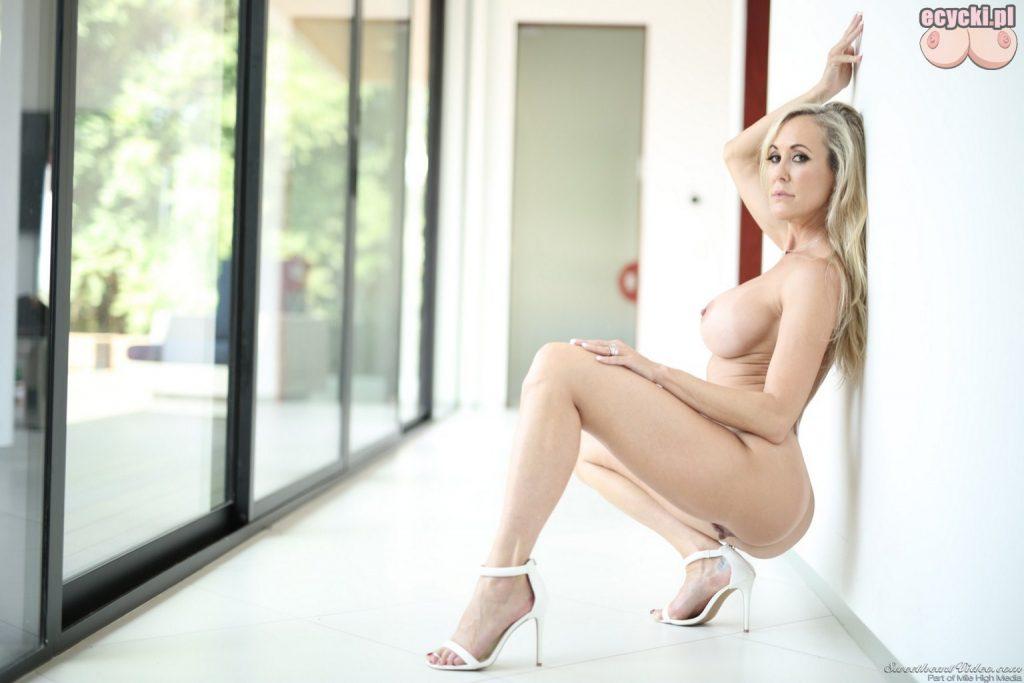 16. Brandi Love nagie zdjecia gwiazdy porno - seksowna uwodzicielska sesja - sexy galeria - duze nagie cycki - zgrabne cialo