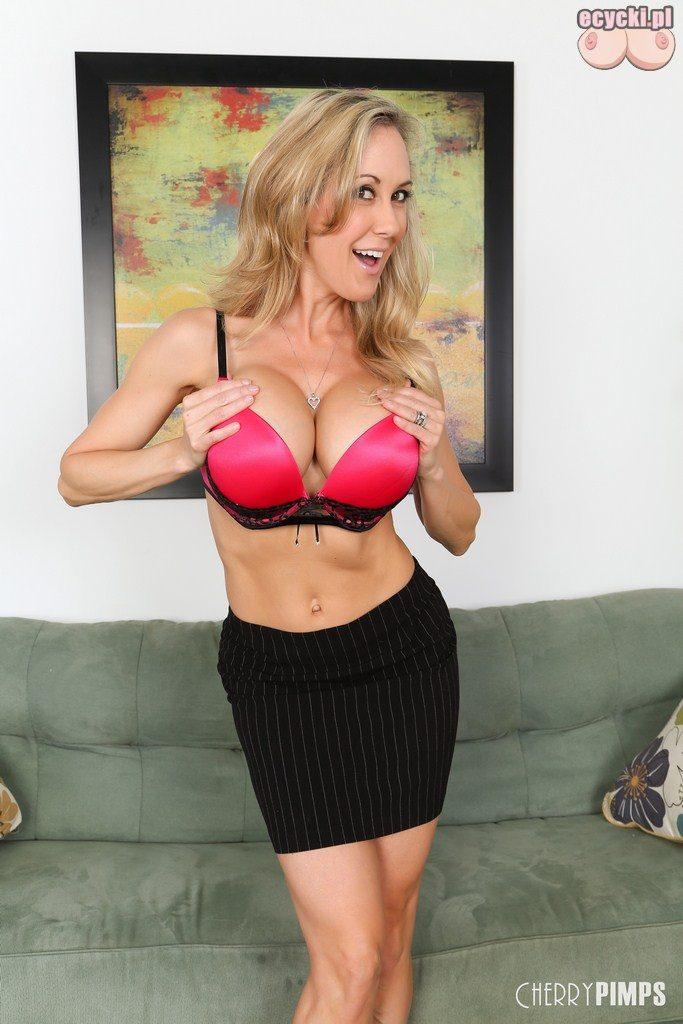 2. Brandi Love sexy dojrzala gwiazda porno - elegancka kobieta i duze piersi w staniku - duzy biust w biustonoszu - goraca mama