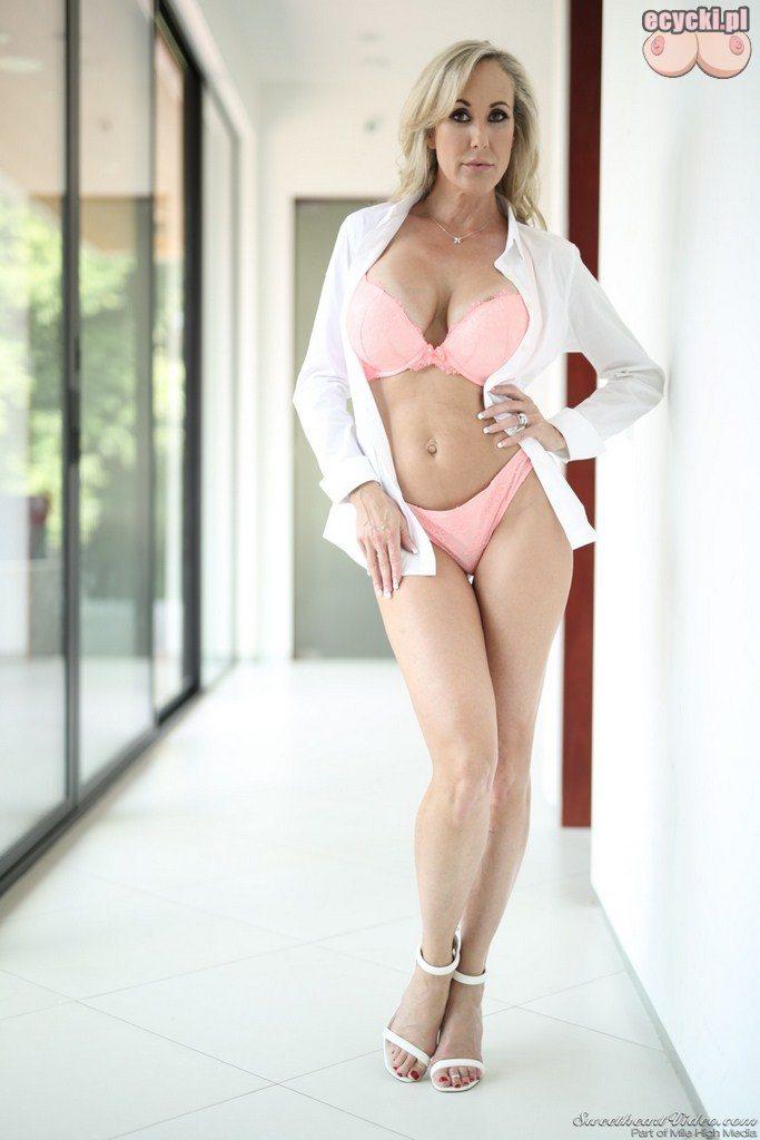 5. Brandi Love dojrzala uwodzicielska kobieta robi striptiz - seksowna zona pokazuje wdzieki