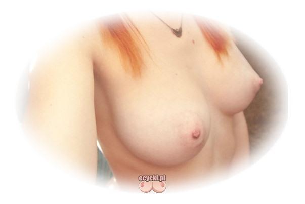 cycki rudej - mlode jedrne cycuszki i sterczace sutki mlodej cycatej dziewczyny z rudymi wlosami - najlepsze zdjecia cyckow - ecycki