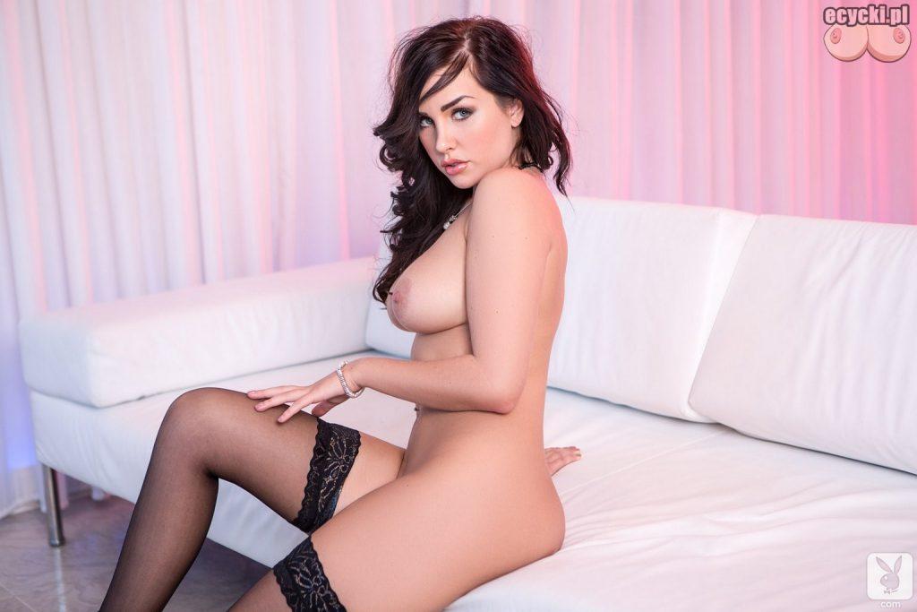 14. sexy ponczochy mloda dziewczyna pozuje do zdjec