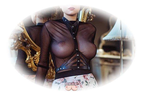 piersi damy - duze ekskluzywne cycki pod przeswitujaca czarna bluzka - seksi elegancka kobieta w przeswitujacej kreacji - ecycki
