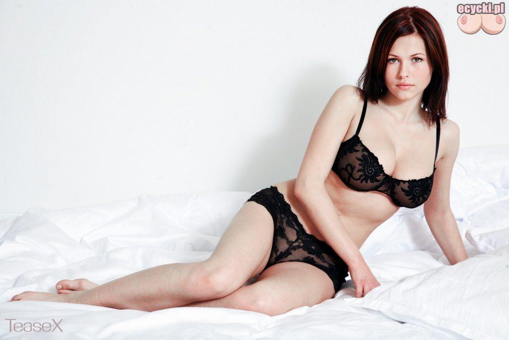 4. gorace polskie dziewczyny w sypialni zdjecia zgrabna brunetka z duzym biustem na lozku 1024x683 - Iga Wyrwał najlepsze cycki miesiąca!