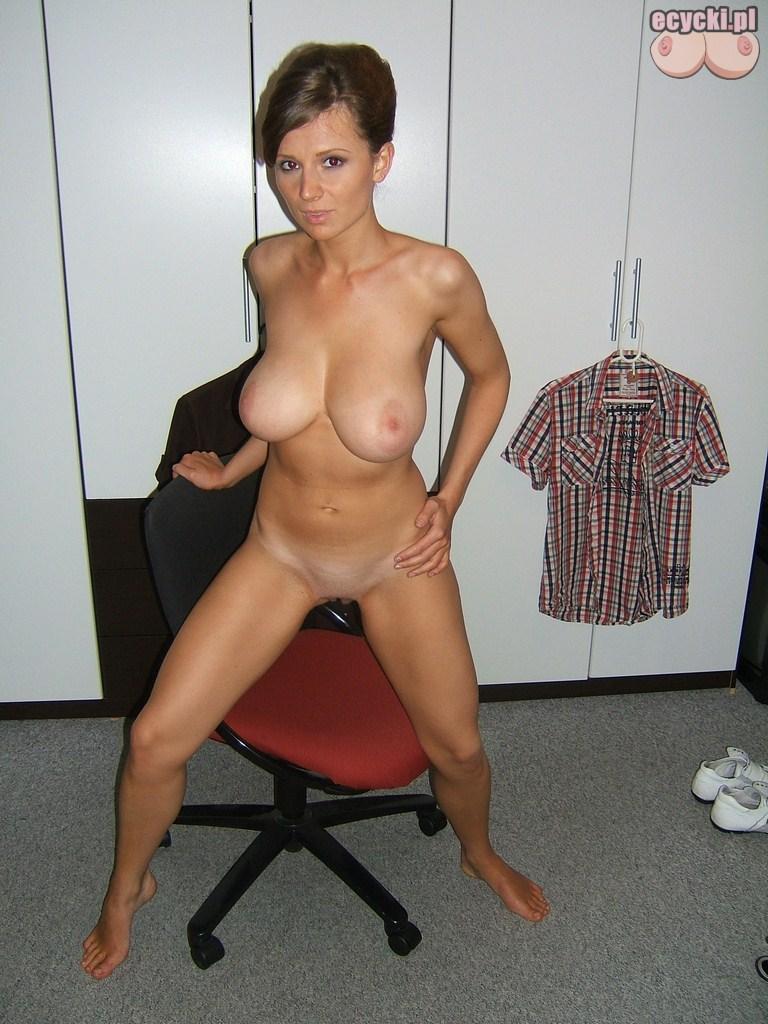 4. naturalne kobiety z duzymi piersiami nago amatorskie zdjecia - Cycata żona w nagiej domowej sesji amatorskie zdjęcia: