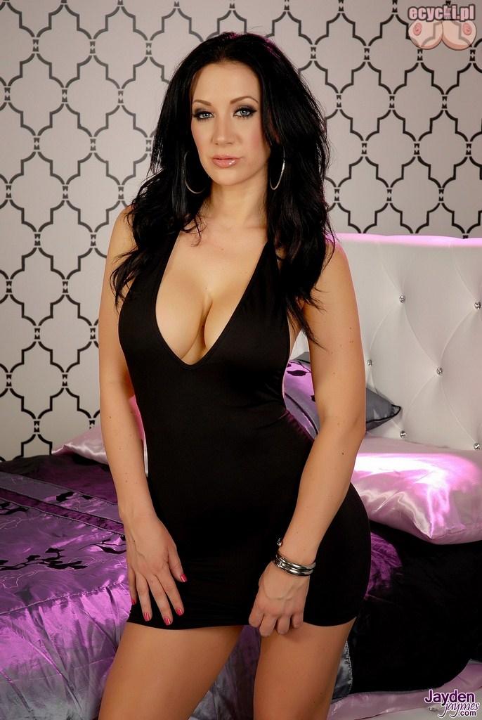 1. Jayden Jaymes seksowna aktorka w czarnej obcislej sukience z duzym dekoltem - duze piersi zgrabna brunetka gorace zdjecia