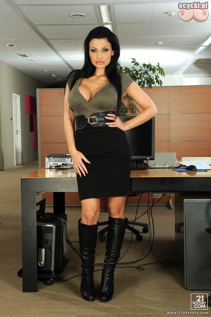 1. mega sucz w biurze goraca laseczka z koropracji seksowne zdjecia - Aletta Ocean seksowna sekretarka w rozbieranej galerii: