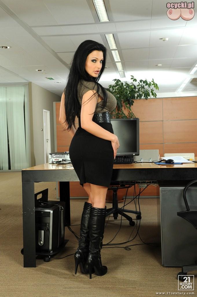 3. elegancka kobieta seksowne fotki z biura - goraca laska w pracy - pikantne foto
