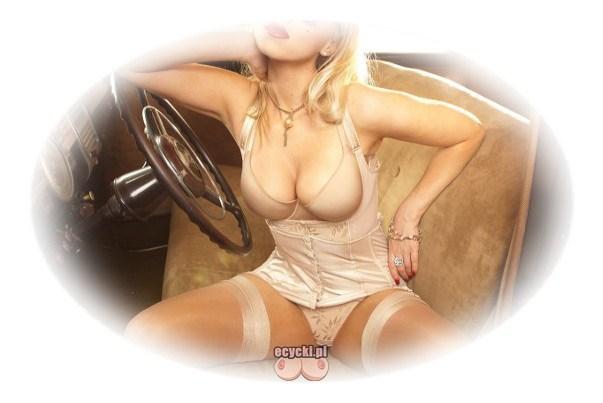 vintage girl - dziewczyna w sexy stroju retro - gorset ponczochy i uwodzicielska bielizna - stanik podkreslajacy biust - ecycki blog