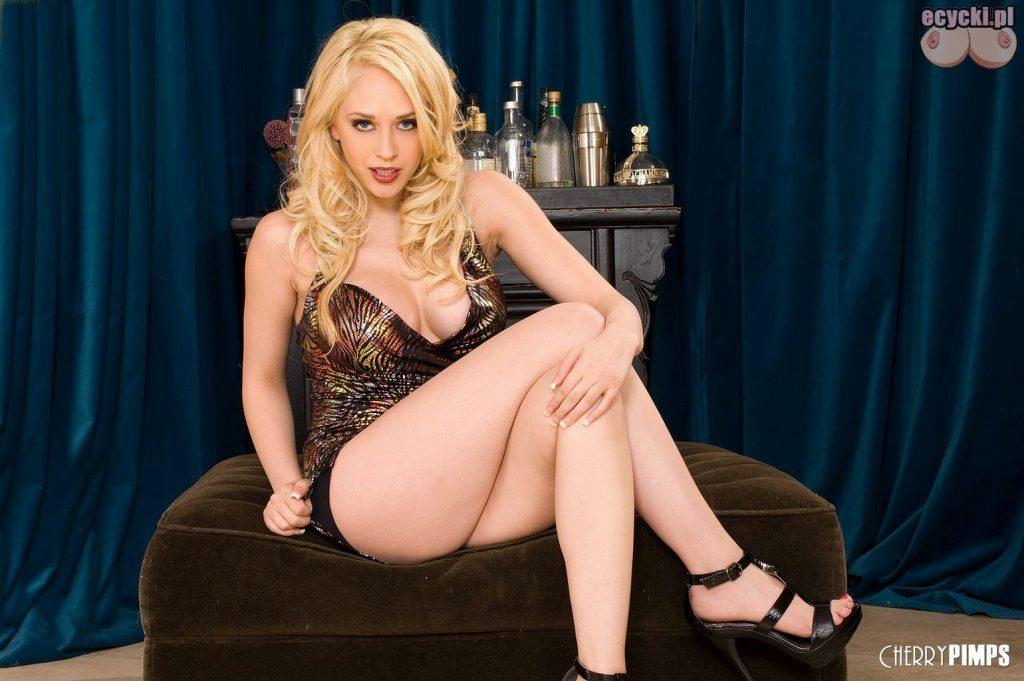 1. znane blondynki pikantne zdjecia seksownych kobiet