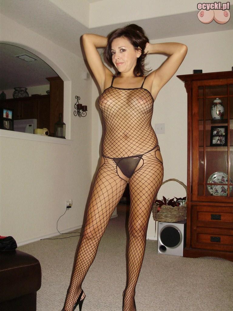 3. seksi zona w sypialni pikantne zdjecia amatorskie dojrzalej brunetki - pokaz dla meza