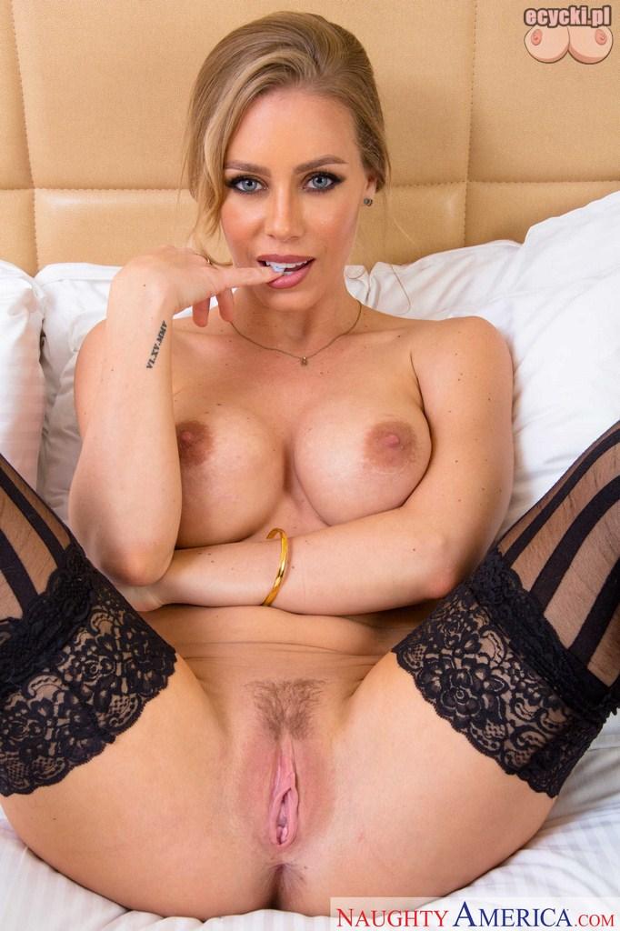 19. Nicole Aniston piekna gwiazda porno nago - sliczna buzia duze cycki i wilgotna szparka - darmowe zdjecia erotyczne - porn star nude ecycki
