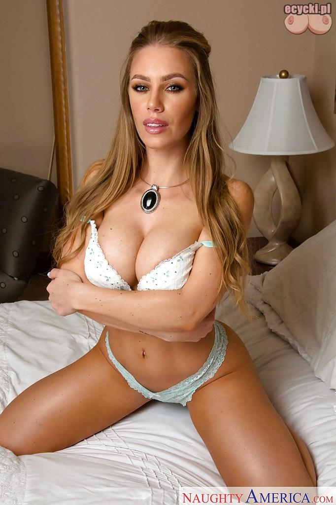 9. zgrabna dziewczyna na lozku - sexy biala bielizna duze piersi i ladne cialo - zdjecia pieknych kobiet w sypialni