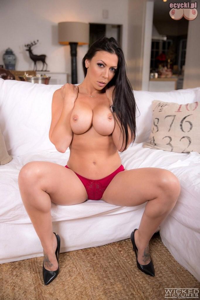 7. Rachel Starr topless - sexy brunetka i jej duze nagie piersi - zgrabna laska w czerwonych majtkach pikantne zdjecia - ecycki blog